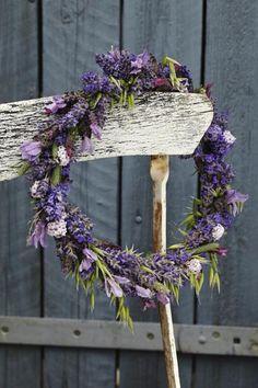 Haven i august – tips og gode råd Lavender Cottage, Lavender Fields, Lavender Color, Lavander, Purple Flowers, Dried Flowers, Norfolk Lavender, Lavender Wreath, Autumn Wreaths
