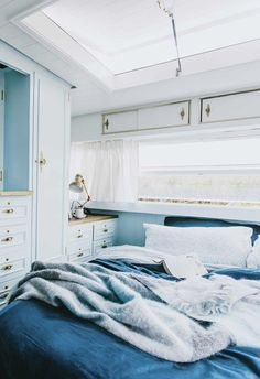 caravan interior 71705819054096087 - Carlene and Michael Duffy, the dynamic duo behind Cedar + Suede, don't just renovate houses. Meet Dolly, their revamped vintage caravan and new family holiday home. Source by malindaksimmons Caravan Living, Caravan Home, Retro Caravan, Caravan Ideas, Caravan Interiors, Camper Ideas, Caravan Makeover, Caravan Renovation, Home And Family
