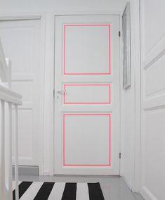 porte décorée avec du masking tape