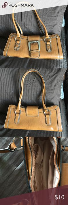 "Brown purse Good condition, barely used it. Strap drop 10"" Bags Shoulder Bags"