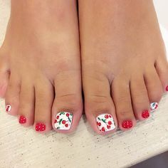 31 Adorable Toe Nail Designs For This Summer - 101 NailDesign Simple Toe Nails, Pretty Toe Nails, Cute Toe Nails, Summer Toe Nails, Toe Nail Art, Gel Nails, Summer Pedicures, Toenails, Toenail Art Designs