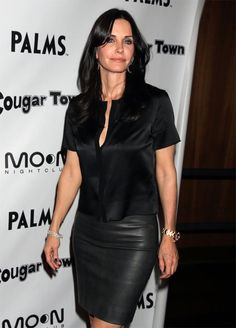 Courteney Cox at Cougar Town Viewing Party at Moon Nightclub in Las Vegas Cougar Town, Courtney Cox, Black Leather Skirts, Rock Outfits, Sexy Older Women, Sexy Women, Satin Blouses, Sexy Skirt, Beautiful Celebrities