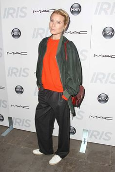 Dree Hemingway in top-to-toe tomboy slouch steez. Asos Fashion, Fashion News, Fashion Show, Fashion Design, Dree Hemingway, Slouchy Pants, Top To Toe, Style Snaps, Celebrity Look