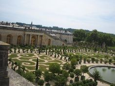 sprawling gardens at Versailles