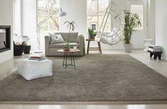 Softening touch of pleasantly fluffy carpet. Grey carpet, living room carpet, carpet designed by Desso, VAN VUGHT Interiors, your designer in Berlin Home Carpet, Diy Carpet, Modern Carpet, Bedroom Carpet, Living Room Carpet, Where To Buy Carpet, Cosy Corner, Plush Carpet, Carpet Trends