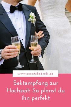 Für den Sektempfang eurer Hochzeit gibt es einiges zu bedenken. Wo soll er stattfinden? Benötigt ihr eine zusätzliche Location? An welche Dinge sollte man denken, wenn man den Empfang selbst organisiert? Wie lang sollte er dauern und wann sollte er stattfinden? Und vor allem: Welche Getränke und Snacks sollte es geben? Dies alles erfährst du in diesem Blogbeitrag. #hochzeit #sektempfang #hochzeitplanen #braut #heiraten #hochzeitsplanung Alcoholic Drinks, Location, Bride, Snacks, Wedding, Food, Kids At Wedding, Civil Wedding, Wedding Photography