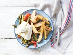 Asperges met schelvis en gebakken aardappelen Met zelfgemaakte kruidenboter