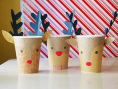 Plenty of fun construction paper crafts for kids! Holidays, birthdays, or just any day, grab a pad of construction paper and get crafting with your little ones. We have plenty of construction paper crafts for you to browse. Starbucks Crafts, Starbucks Christmas, Christmas Cup, Christmas Paper, Christmas Crafts, Reindeer Christmas, Christmas Ideas, Recycled Christmas Decorations, Diy Christmas Village