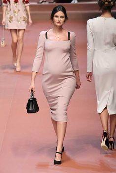 Milano Moda. L'omaggio alle mamme di D&G: Bianca Balti sfila col pancione - Foto - Di•Lei