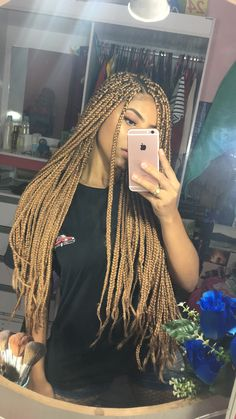 Box braids in braided bun Tied to the front of the head, the braids form a voluminous chignon perfect for an evening look. Box braids in side hair Placed on the shoulder… Continue Reading → Short Box Braids, Blonde Box Braids, Jumbo Box Braids, Black Girl Braids, Girls Braids, Brown Box Braids, Ombre Box Braids, Colored Box Braids, Short Hair