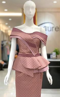 Traditional Dresses Designs, Traditional Outfits, Latest African Fashion Dresses, African Print Fashion, Myanmar Dress Design, Batik Fashion, Stylish Blouse Design, Smart Dress, Western Dresses