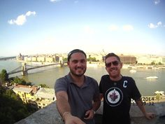 A alegria de encontrar um amigo de infância (e do resto da vida) durante uma trip!! Saudade Vivi! #TBT #Budapest