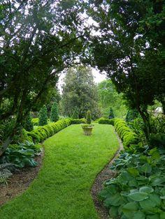 Oatlands Plantation in Leesburg, Virginia - garden wedding & event venue