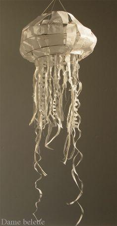 o se ve reflejado en estas originales piezas de papel pero también de tela. Su fuerte son los peces, pero parece que se atreve