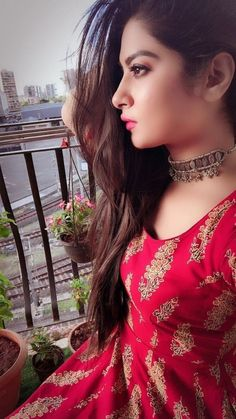 Indian Beautiful Girls - Online Information 24 Hours Lovely Girl Image, Beautiful Girl Photo, Beautiful Girl Indian, Beautiful Indian Actress, Girls Image, Simply Beautiful, Dehati Girl Photo, Girl Photo Poses, Girl Photography Poses