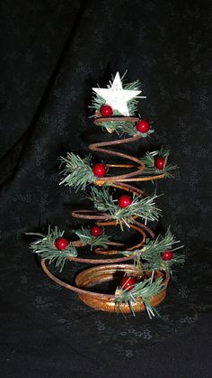 Are you looking for some Vintage Christmas Tree Decorations on this Christmas. Well here is a collection of vintage Christmas Decorations, that will guide you to decorate your house with some Vintage Christmas Tree Decorations. Christmas decorations are d Vintage Christmas Crafts, Prim Christmas, All Things Christmas, Winter Christmas, Holiday Crafts, Christmas Ornaments, Christmas Trees, Christmas Island, Country Christmas