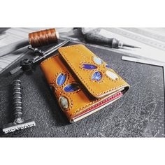 【occy_bigasuri_tsunagari_japan】さんのInstagramをピンしています。 《お札が二つ折りで入る財布  #BIGASURI #wallet #桜 Design #5colors #琉球藍 #indigo  #草木染め #絣#ikat #染織 #dye #weave  #伝統工芸 #traditional #craft #leathercraft #手作り #handmade #自然  #海 #ocean #surf #surfboard #沖縄 #okinawa  #真栄城興和 #Occy》