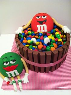 Dad would Love this sooo much .M Cake- Oh my gosh, this is such a cute idea, of course M's are hot tubing in mini ones. Cake Central, M&ms Cake, Eat Cake, Unique Cakes, Creative Cakes, Cupcakes, Cupcake Cakes, Rodjendanske Torte, Birthday Cakes