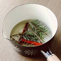Make your home smell like Christmas with this recipe for cinnamon spice simmer.
