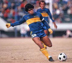 Nuevas imágenes del fotógrafo japonés: Diego Maradona con Boca en 1982 - Infobae