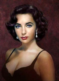 Portrait of Elizabeth Taylor, one of the most beautiful women ever. Hollywood Icons, Hollywood Glamour, Hollywood Stars, Hollywood Actresses, Elizabeth Taylor Eyes, Actrices Sexy, Violet Eyes, Blue Eyes, Actrices Hollywood