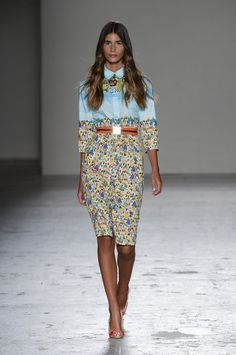 Unique print on a smart casual to semi formal dress. Great for spring summer! Fashion Week Paris, Spring 2015 Fashion, Spring Summer 2015, Runway Fashion, Fashion Models, Male Fashion, African Fashion, I Love Fashion, Modest Fashion