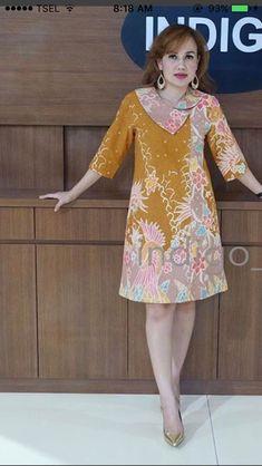 Baju batik - - Baju batik Source by anarodrguezcorb Model Dress Batik, Batik Dress, Oktoberfest Outfit, African Fashion Dresses, African Dress, Dress Batik Kombinasi, Mode Batik, Blouse Batik, Batik Blazer