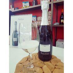 E stasera l'aperitivo è qui in #Valdobbiadene a casa di amici @bastiarebuli  #happyhour #wine #prosecco #bollicine