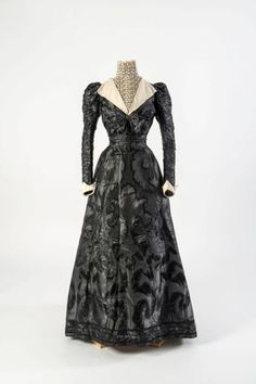 Day dress, 1890's from the Fashion Museum, Bath on Twitter