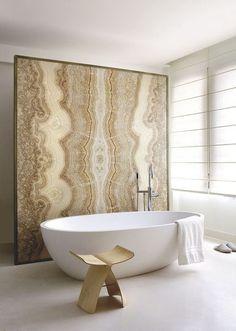 Ambiance zen et chic pour la salle de bains. Plus de photos sur Côté Maison http://petitlien.fr/860h
