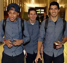 Lionel Messi, Luis Suarez and Neymar pose for selfie with Barcelona trident ready to Messi And Neymar, Messi Soccer, Lionel Messi, Neymar Football, Messi 10, Fc Barcelona, Barcelona Football, Valencia, Real Madrid