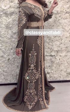 Korean Girl Fashion, Asian Fashion, Hijab Fashion, Womens Fashion, Classy And Fab, Arabic Dress, Mode Abaya, Suit Pattern, Moroccan Caftan