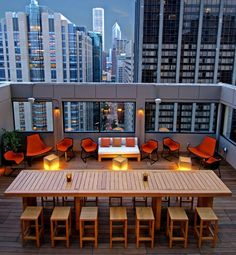 C-View—the name says it all. Featuring dramatic sights of the Windy City, the terrace atop Chicago's Affinia Hotel. Hotel Rooftop Bar, Rooftop Terrace, Chicago Hotels, Outdoor Tables, Outdoor Spaces, Indoor Outdoor, Rooftop Design, Out Of This World, Cool Bars