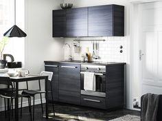 METOD keuken | #IKEA #IKEAnl #zwartbruin #modern #donker #kleineruimte #TINGSRYD