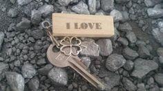 Bekijk dit items in mijn Etsy shop https://www.etsy.com/nl/listing/257317951/sleutelhanger-i-love-you