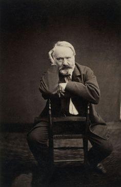 (1) - Victor Hugo ~ (1802-1885), écrivain français, chef de file du romantisme français. Poète, romancier, dramaturge, critique, Victor Hugo est un auteur d'une stature incomparable et inégalée. Sa devise « Ego Hugo », qui traduit son orgueil légendaire (sa mégalomanie, selon ses détracteurs), a inspiré à Jean Cocteau la formule suivante : « Victor Hugo était un fou qui se prenait pour Victor Hugo ».