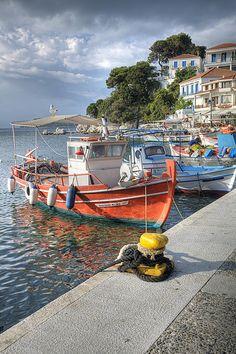 TRAVEL'IN GREECE I Waterfront in Skiathos, #Thessaly, #Greece, #travelingreece