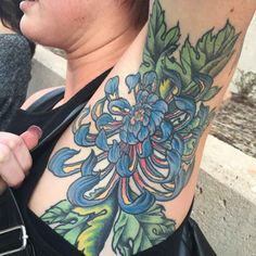 How much does a armpit tattoo hurt? We have armpit tattoo ideas, designs, pain placement, and we have costs and prices of the tattoo. Blue Flower Tattoos, Rose Tattoos, Tatoos, Color Tattoos, Tattoo Flowers, Tattoo Hurt, Tattoo Pain, Tattoo You, Armpit Tattoo