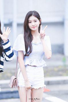 © vault, my queen Kpop Girl Groups, Korean Girl Groups, Kpop Girls, I Love Girls, Cute Girls, Cool Girl, Lesbian Hot, Kpop Fashion, Korean Bands