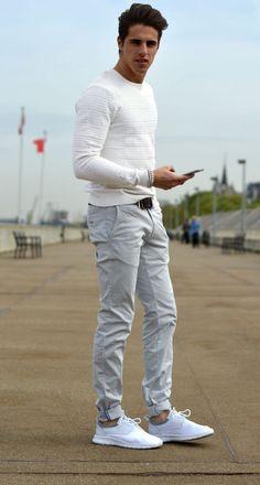 look masculino suéter branco calca clara