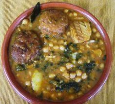 Potaje de semana santa Bacalao Recipe, Portuguese Recipes, Portuguese Food, Palak Paneer, No Cook Meals, Cheeseburger Chowder, Delish, Soup, Tasty