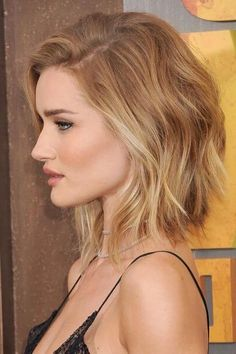 50 Chic Short Bob Hairstyles and Haircuts for Women in Modern bob haircuts feature a couple of innovations which upgrade bob hairstyles to the level of up-to-the-minute looks you'll rock with pleasure th. Latest Short Hairstyles, Long Face Hairstyles, Trendy Haircuts, Best Short Haircuts, Bob Haircuts, Brown Hairstyles, Formal Hairstyles, Hairstyles Haircuts, Wedding Hairstyles