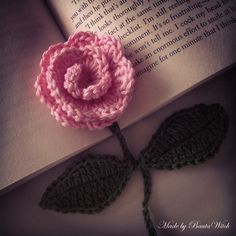 A lovely rose - Made by BautaWitch. Free pattern (translation button available) at BautaWitch. Crochet Bookmark Pattern, Crochet Bookmarks, Crochet Flower Patterns, Crochet Flowers, Crochet Gifts, Cute Crochet, Knit Crochet, Crochet Cactus, How To Make Bookmarks