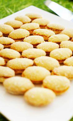 Lusikkaleivät à la mummi | Maku Finnish Recipes, Sweet Pastries, Food Art, Biscuits, Sweet Treats, Deserts, Snack Recipes, Brunch, Food And Drink