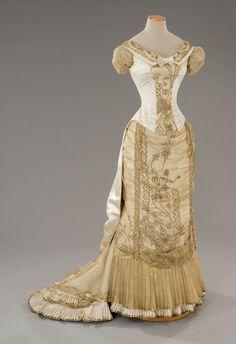 Dress 1880- One day I need to make a slim dress like this.
