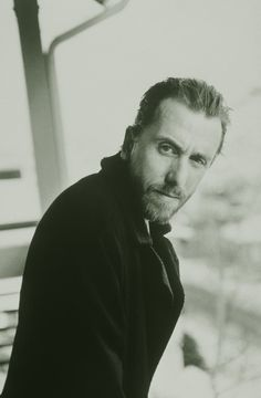 :-(  Miss my show, Lie to Me. *sigh* Tim Roth