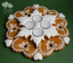 Gingerbread Cookies, Christmas Cookies, Advent Wreath, Creative Lettering, Cookie Decorating, Pottery, Biscotti, Desserts, Stars