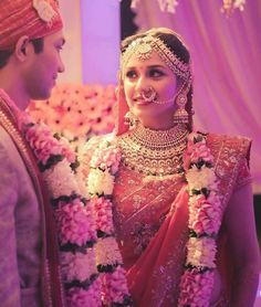 Indian Wedding Flowers, Flower Garland Wedding, Indian Wedding Bride, Indian Bride And Groom, Big Fat Indian Wedding, Wedding Wear, Wedding Shoot, Indian Bridal, Wedding Couples