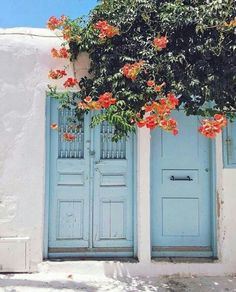 Streets in Mykonos, Santorini Greece. Wanderlust bucket list of places to travel and a visit on a vacation trip. Oh The Places You'll Go, Places To Travel, Travel Pics, Travel Pictures, Greek Islands, Aesthetic Wallpapers, Travel Inspiration, Beautiful Places, Beautiful Pictures