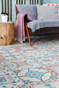 Plastgolv att lägga i lägenhet. Agadir grå/blå/röd - Plastgolv & Vinylgolv - Övriga mattor & golv | Ruugs™